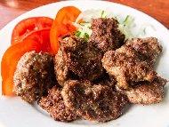 Ущипци (сръбски кюфтенца / кебапчета) с телешка и свинска кайма, пушен бекон и кашкавал на скара